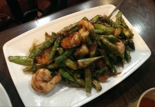 Shrimp with asparagus in satay sauce